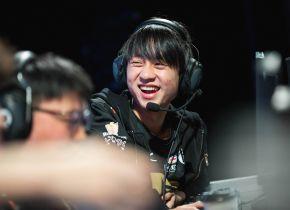 Royal Never Give Up vence Cloud9 em partida de desempate e sai como seed 1 da fase de grupos