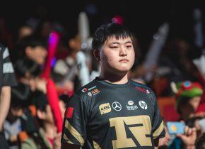 Royal Never Give Up bate Cloud9 com tranquilidade na estreia de ambas as equipes na fase de grupos do Mundial