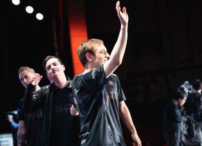Fnatic bate IG na partida de desempate e garante a liderança do Grupo D