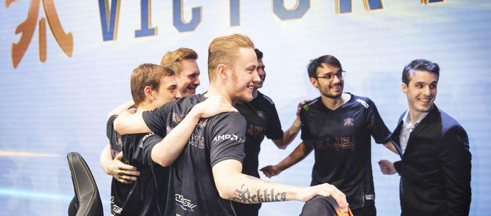 Fnatic elimina EDG e é a terceira equipe ocidental na semifinal do Mundial