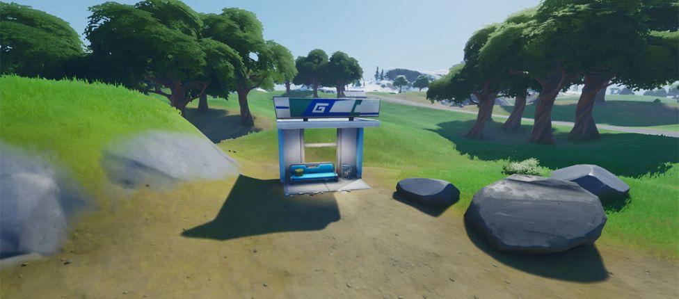 Localização das paradas de ônibus no Fortnite