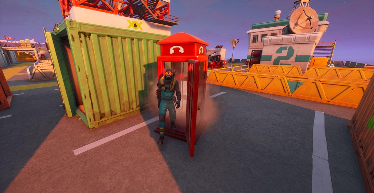 Para se disfarçar de um capanga basta entrar em uma cabine telefônica